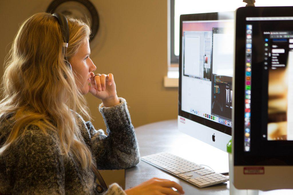 Art & Design student utlizing Creative Cloud on a iMac.